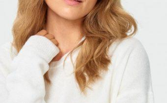 ciepły biały sweter damski
